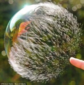 soap bubble bursting 03