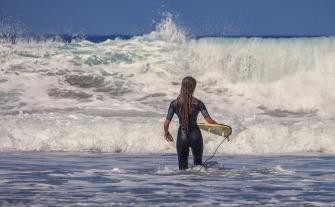 surfer-3729052_640