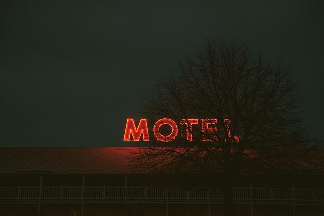 motel-865303_640
